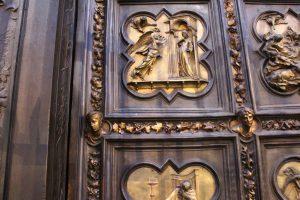 洗礼堂の扉